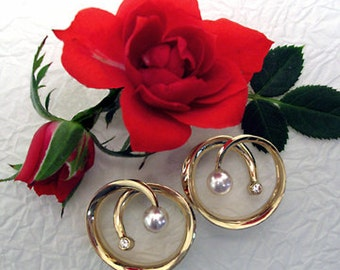 14K Solid Shiny Gold Post Circle earring with Diamonds and Pearls.