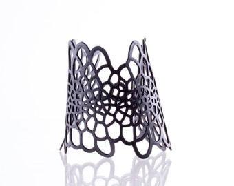 Sinuate Bracelet | lasercut rubber jewelry | Corollaria collection
