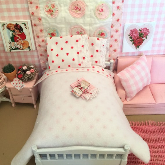 Miniature White and Red Valentine Hearts Sheet, Pillowcases and Pillows, White Blanket, Tea Towel and Valentines Cards - Dollhouse Scale