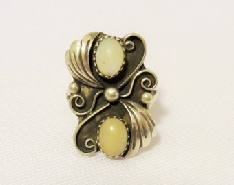 Vintage Southwestern Sterling Silver Natural Mother of Pearl Ring Size 8