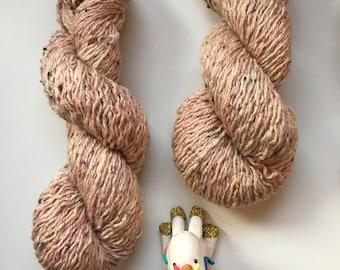 hand dyed merino, peach cream yarn, upcycled wool, reclaimed yarn, DK weight, 100 g/200 m, green & light brown speckles - SPAGHETTI