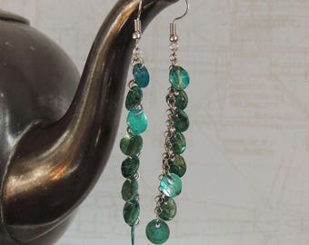 Long earrings with petrol mother of Pearl discs