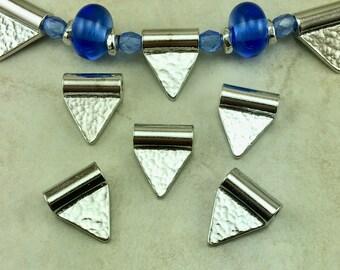 5 TierraCast Baule drapeau perle - Triangle diamant avec vernis martelé martelé Rhodium plaqué étain sans plomb - je me transporte internationalement 5820