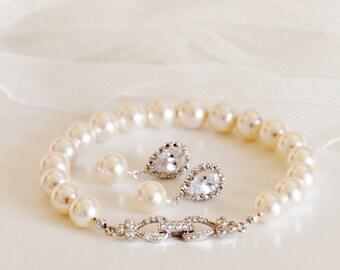 Bridesmaid Gift Set Bridesmaid Jewelry Set Small Pearl Earrings and Bracelet Set Pearl Bridal Set Pearl Wedding Jewelry Set