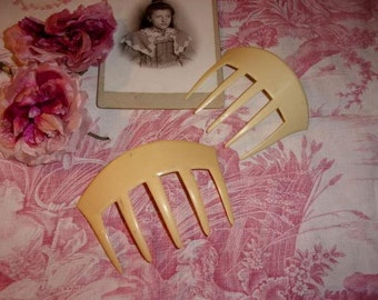 2 large Combs old time composition