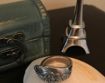 Floral silver ring - size 10
