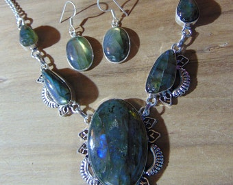 Stunning Labradorite Jewelry Set Necklace Adjustable 18 to 20 inches