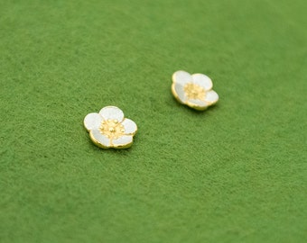 Ume post earrings - Japanese plum blossom - Japanese flower - gold silver - Made in Japan - free shipping