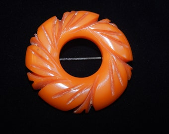 Vintage Butterscotch Color Bakelite Brooch Tan Brown Amber Color Carved Bakelite Circle Brooch