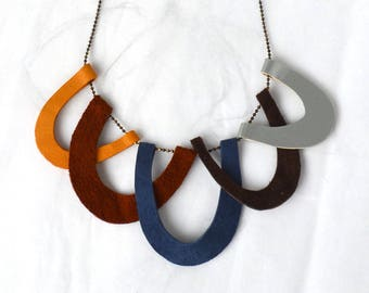 Asymmetric scallop leather necklace.