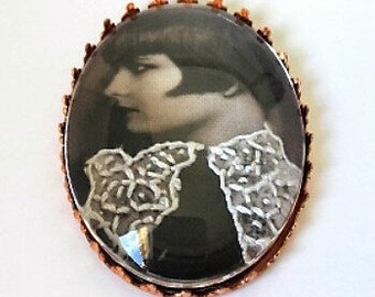 Brooch embroidered Louise Brooks