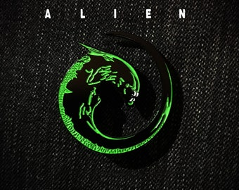 Alien Franchise Movies Enamel Pin | Xenomorph Baby | H.R Giger | Facehugger | Alien vs Predator | Horror Movies | Lapel Pin | Denim Gift