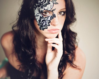 Masquerade Mask Black and White Lace Strapless Mask