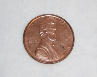 Big Lincoln Head Cent Penny Vintage Over Sized Coin Medal Paperweight old vintage whimsy money copper plated United States In God We Trust