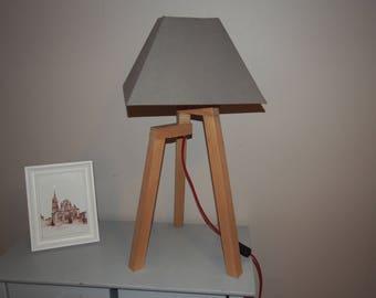 Accent tripod lamp