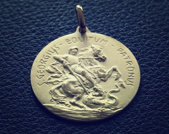 Vintage Saint George And The Dragon Pendant 18k solid yellow gold