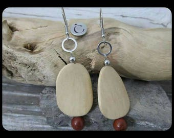 Earrings from the nomad Collection merging the natural wood and metal.