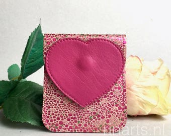 Card holder / slim wallet in pink patent leather with polka dots and decorated with a fuchsia heart.  Gift under 20. Gift for her