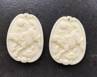 Amazing 2 pieces carved Reconstituted bone Horse pendant bead BC1S580