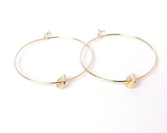 Hoop earrings with Curved Disk