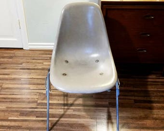 Eames | Herman Miller | Fiberglass Chair | Stacking Base | Fiberblass Shell  | Vintage Mid