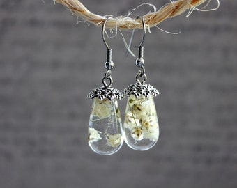 Earrings drop 2 cm resin inclusion of baby's breath white