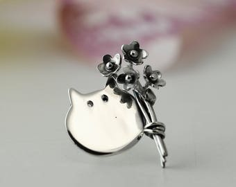 Sterling Silver Cat Pin with bouquet of flowers - Cat Brooch - Mother's Day Gift