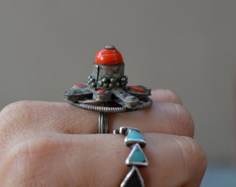 Special old tribal ring tall Nepalese unusual vintage ethnic mandala ring with glass gems old brass adjustable nomad Himalayan collectable