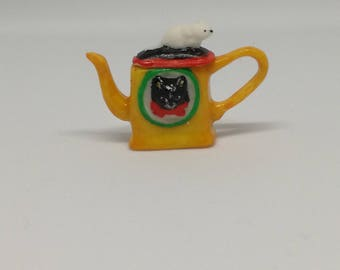 Teapot cat and mouse - yellow