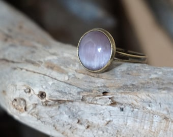 Pale Pink Ring, Rose Quartz Ring, Round Gemstone Ring, Adjustable Glass Ring, Vintage Style Jewelry, Bridesmaid Gift, Romantic Ring Cats Eye