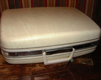 Vintage Samsonite Silhouette Luggage Pullman Case With Key and Cosmetic Bag ~ Ivory with Great Interior