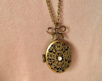 Vintage Locket, Antique Gold Locket, Filigree Design Photo Keepsake Locket, Meaningful Gifts, Gifts Under 30