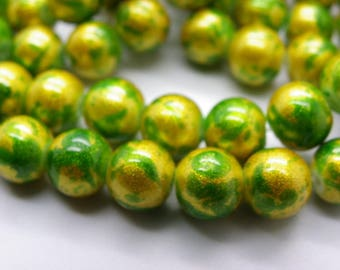 50 glass beads 8 mm painted bomb green with gold