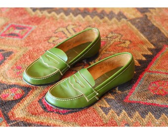 vintage green leather penny loafers / size 6.5
