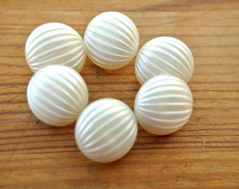 Buttons ,white plastic buttons, 15mm, wedding buttons, 6 vintage buttons