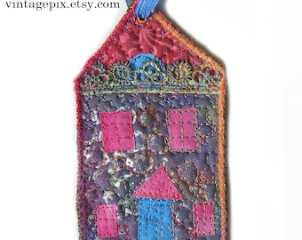 Wee Quilted House No. 2016G