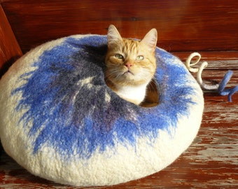Felted Cat Cave/Pet Cave / Cat House/ Cat Den/ Cocoon/ White Blue and GIFT