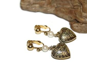 Clip on Filigree Heart Dangle Earrings, Gold and Faux Pearl EARRINGS, Vintage EARRINGS, Vintage Jewelry, Heart Dangle Earring, Heart Jewelry