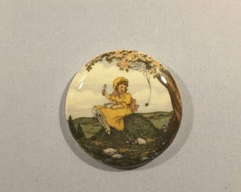 Large vintage nursery rhyme 'Little miss muffet' button.