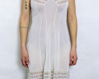 White nightie with lace - Vintage women's underwear - French retro fashion - Made in France - French vintage