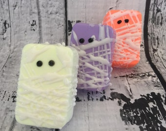 Halloween Soap - Monster Soap - Mummy Favors - Mummy Soap - Halloween Treats - Halloween Party Favors - Halloween Party Ideas - Novelty Soap