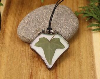 Ivy leaf necklace Real ivy leaf pendant Woodland jewelry Boho leaf pendant Real leaf necklace Botanical necklace Green ivy leaf necklace