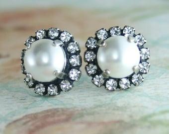 Bridal earrings,pearl bridal earrings,White pearl earrings,Pearl halo earrings,Halo earrings,White pearl stud earrings,Pearl earring,Wedding