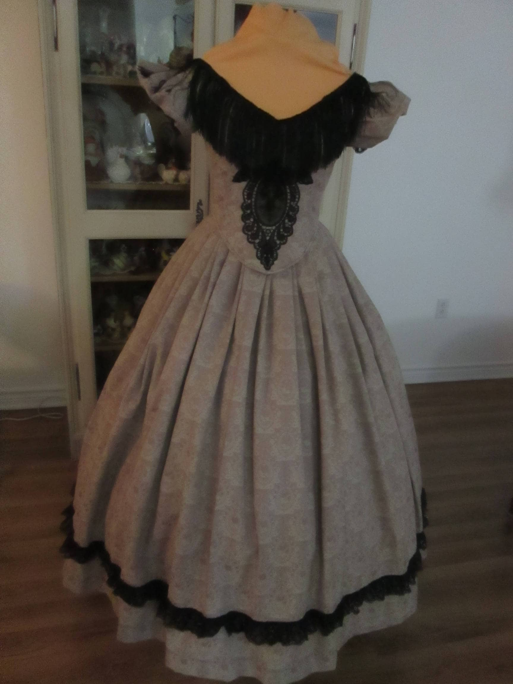 Civil War Ball Gown. 1860-1865 Women\'s Clothing Size