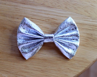 """3"""" shiny silver metallic hair bow, small bow clip, silver hair bow, metallic hairbow, silver hair clip, silver bow, hair bow for kids"""