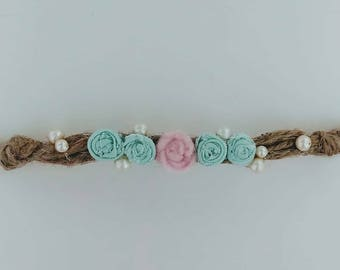 Pearl and flower tie back