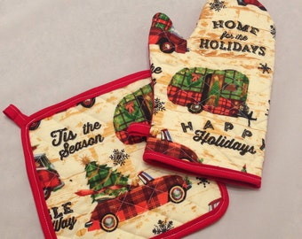 Happy holidays christmas camper and car insulated/quilted pot holder and oven mitt set