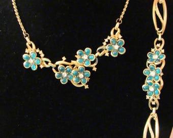 Green flower necklace and bracelet set