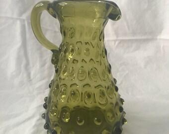 Vintage vase pichet en cloutés olive vert clair 70 ' s