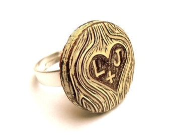 Personalized Ring. Carved initial Ring. Woodgrain Ring. Heart Ring. Couple Initials Ring. Faux Bois Ring. Anniversary Gift. Woodland Wedding